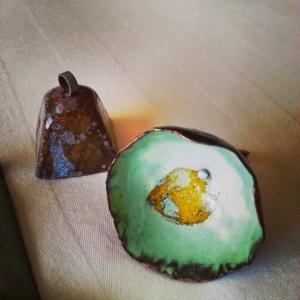 Enamel egg ring and bell